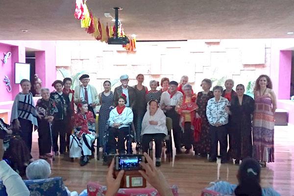 PRESENTACIÓN EN LA RESIDENCIA LAS GARDENIAS EL 26 DE FEBRERO